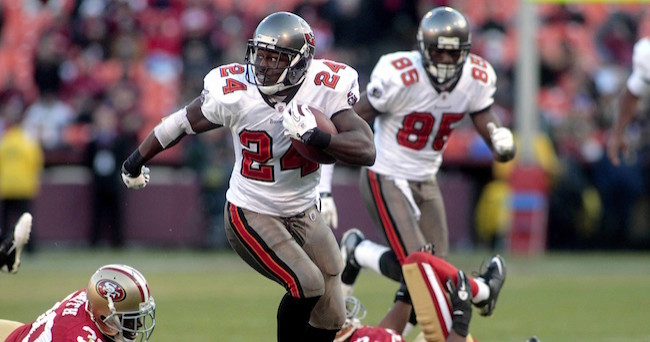 November 21, 2010; San Francisco, CA, USA; Tampa Bay Buccaneers running back Carnell Williams (24) runs the ball against the San Francisco 49ers in the fourth quarter at Candlestick Park. The Buccaneers defeated the 49ers 21-0. Mandatory Credit: Cary Edmondson-USA TODAY Sports