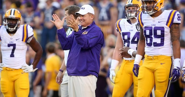 Les Miles (sidelines) Crystal LoGiudice-USA TODAY Sports