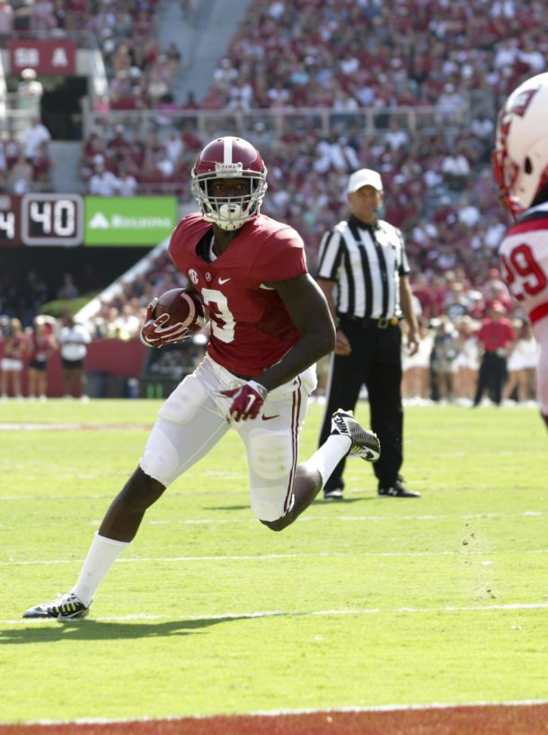 Sep 10, 2016; Tuscaloosa, AL, USA; Alabama Crimson Tide wide receiver Calvin Ridley (3) carries the ball for a touchdown against Western Kentucky Hilltoppers Hilltoppers at Bryant-Denny Stadium. Mandatory Credit: Marvin Gentry-USA TODAY Sports